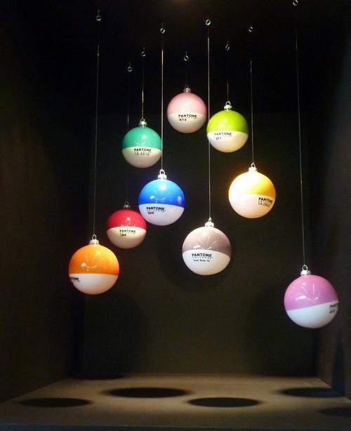 Des boules de no l pour voir la vie en couleur pantone for Boules de noel maison