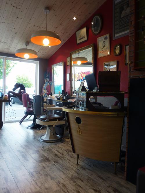 R troactif un coiffeur pas comme les autres sur l le de - Salon de coiffure villiers sur marne ...