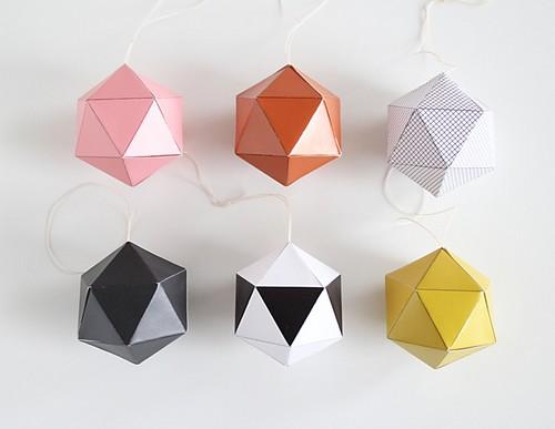 des boules de papier by snug pour notre d co de no l. Black Bedroom Furniture Sets. Home Design Ideas
