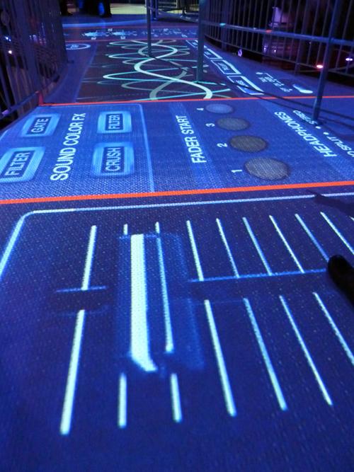 Futuroscope-Danse_avec_les_robots-Martin_Solveig-sol-eclairage