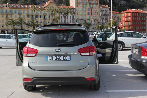 KIA_Carens-Monospace-Voiture-Cars-Famille-Family-2013
