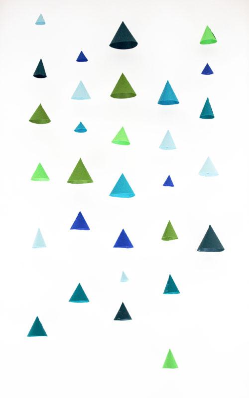 DIY-Calendrier_Avent-Advent_Calendar-Paper-Cone-Guirlande-Garland-Installation-3