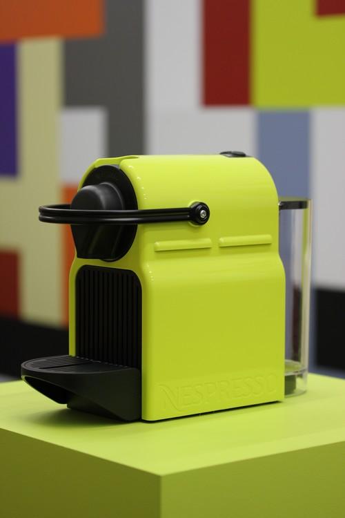 nespresso pr sente inissia la coffee machine moins de. Black Bedroom Furniture Sets. Home Design Ideas