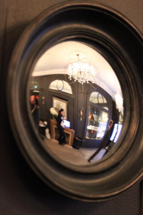 O dormir dans le 8e arrondissement newh tel roblin un boutique h tel 100 parisien for Salon miroir paris 14