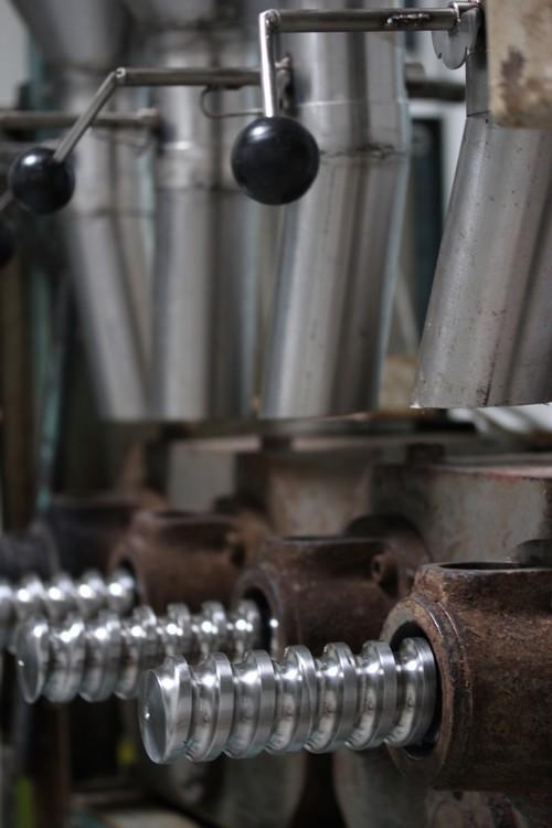 Huilerie-Croix_verte-France-La_Tourangelle-Factory-pressage_a_froid
