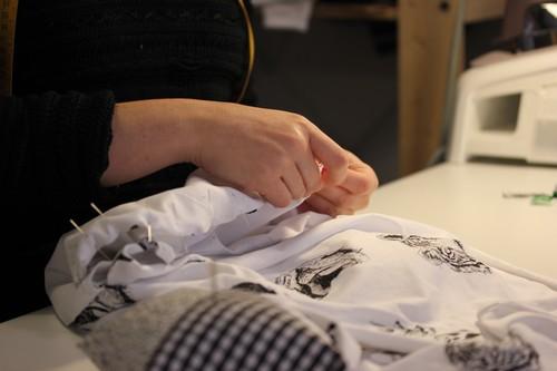 Atakontu-Boutique-alternative-Mode-Graphisme-Bilbao-Bizkaia-sewing