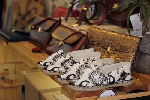Atakontu-Boutique-alternative-Mode-Graphisme-Bilbao-Bizkaia-shoes-accesoires