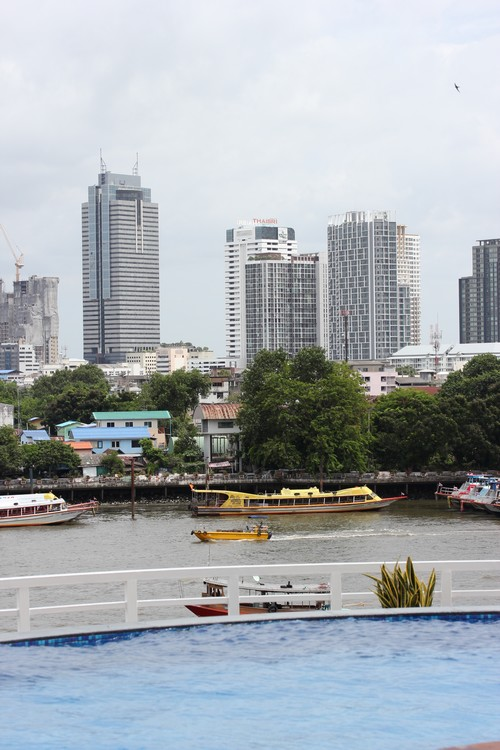 Chatrium_Riverside_Hotel-Bangkok-Thailand-outdoor-pool-view-Chao_Praya-building