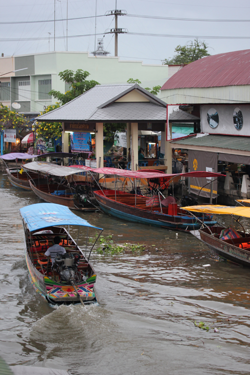 amphawa-Floating_Market-Thailand-Blogtrip-boat