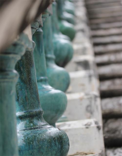 Phra_Nakhon_khiri-Khao_Wang-Historical_Park-Monkey-Thailand-blogtrip-escalier-2