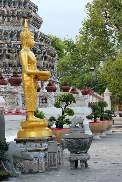 Wat_Arun-Temple_de_l_aube-Temple_of_Dawn-Bangkok-thailand-Blogtrip-Buddha-2