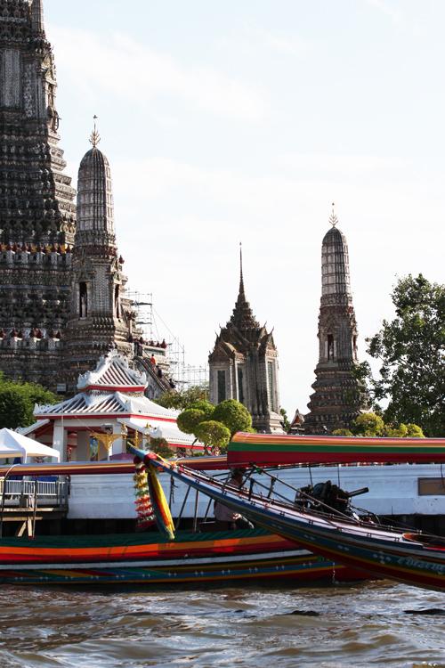 Wat_Arun-Temple_de_l_aube-Temple_of_Dawn-Bangkok-thailand-Blogtrip-boat