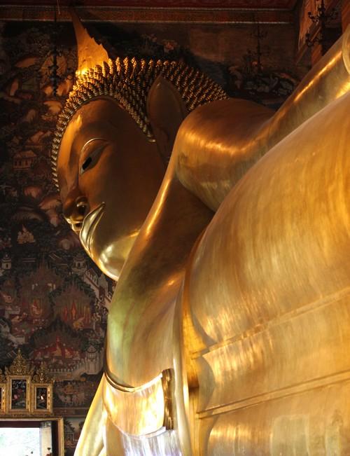 Wat_Pho-Wat_Chetuphon-Reclining_Buddha-Bouddha_couche-Bangkok-Thailande-Tourism-Blogtrip-details