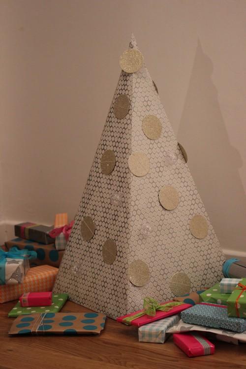 DIY_Advent_Calender-Wall_Paper-Pyramid-2014-Home_made