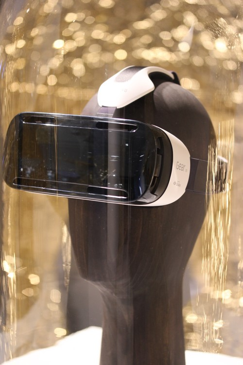 Maison_Et_Objet-Samsung_Gear_VR-casque-headset-connected-Techno_made-Vincent_Gregoire-design