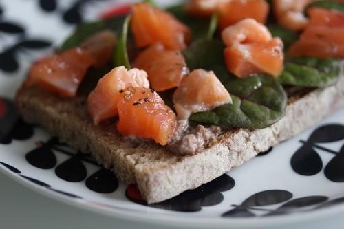 Recette-Tartinettes_saumon_Bresse_Bleu-Champignon-Jeunes_pousses-food-2
