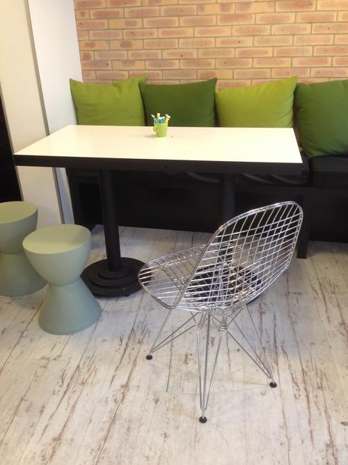 Ibis_styles-Buttes_Chaumont-Paris-Design-Instagram-country-petit_dejeuner-Eames-Chair_DKR-2