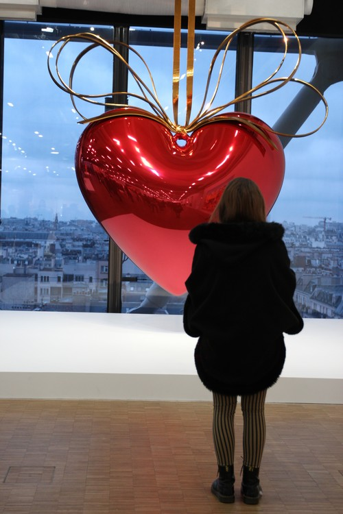 Jeff-Koons-Expo-Paris-Beaubourg-Hanging_heart-Red-Gold-Coeur