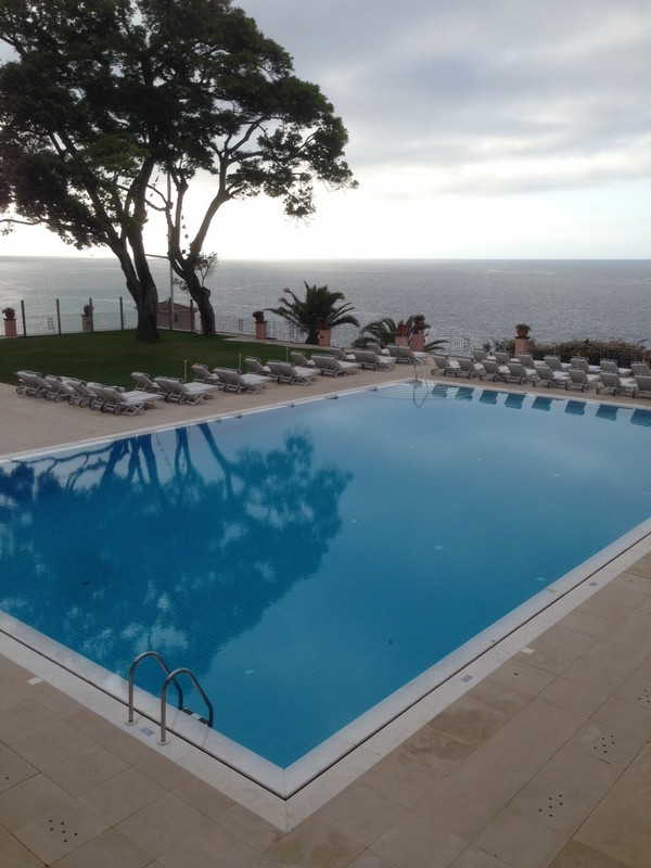 Belmond_Reids_Palace-Hotel-Madeira-Luxe-Portugal-Madere-Blogtrip-Travel-pool-1