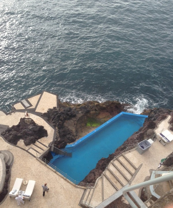 Belmond_Reids_Palace-Hotel-Madeira-Luxe-Portugal-Madere-Blogtrip-Travel--pool