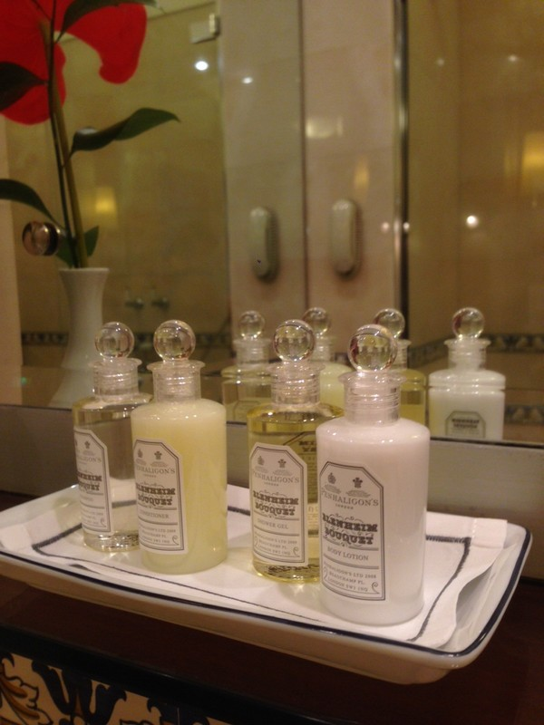 Belmond_Reids_Palace-Hotel-Madeira-Luxe-Portugal-Madere-Blogtrip-Travel-room-bathroom