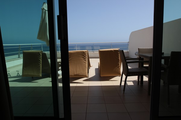 Melia_Madeira_Mare_Resort_Spa-Moloclinic-Funchal-Madere-Portugal-Blogtrip-Travels-Roof-Room