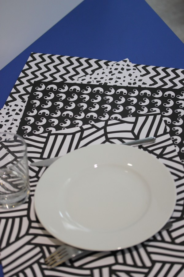 OMY_studio-Design-Coloring-Showroom-Paris-10e-OMY_design_Play-graphic_placemats-black