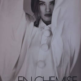 La_vallee_village-Luxury-shopping-Manifeste_de_la_chemise_blanche-Elle_Magazine-fashion-mode-paris-Galerie_Art-Exposition-1989