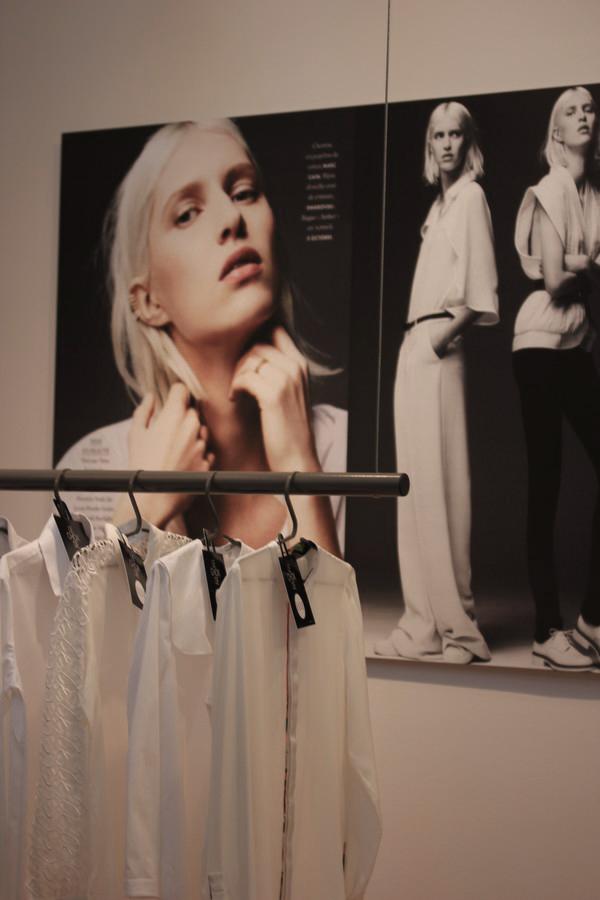 La_vallee_village-Luxury-shopping-Manifeste_de_la_chemise_blanche-Elle_Magazine-fashion-mode-paris-Galerie_Art-Exposition-33