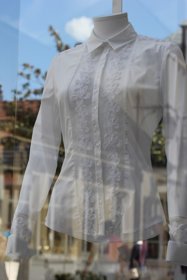 La_vallee_village-luxury-shopping-Manifeste_de_la_chemise_blanche-Elle_Magazine-fashion-mode-paris-Anne_Fontaine