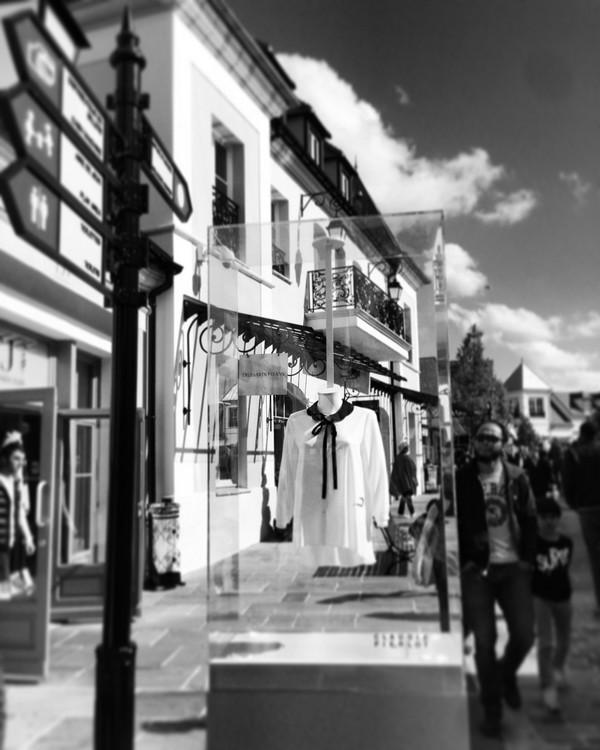La_vallee_village-luxury-shopping-Manifeste_de_la_chemise_blanche-Elle_Magazine-fashion-mode-paris-Claudie_Pierlot
