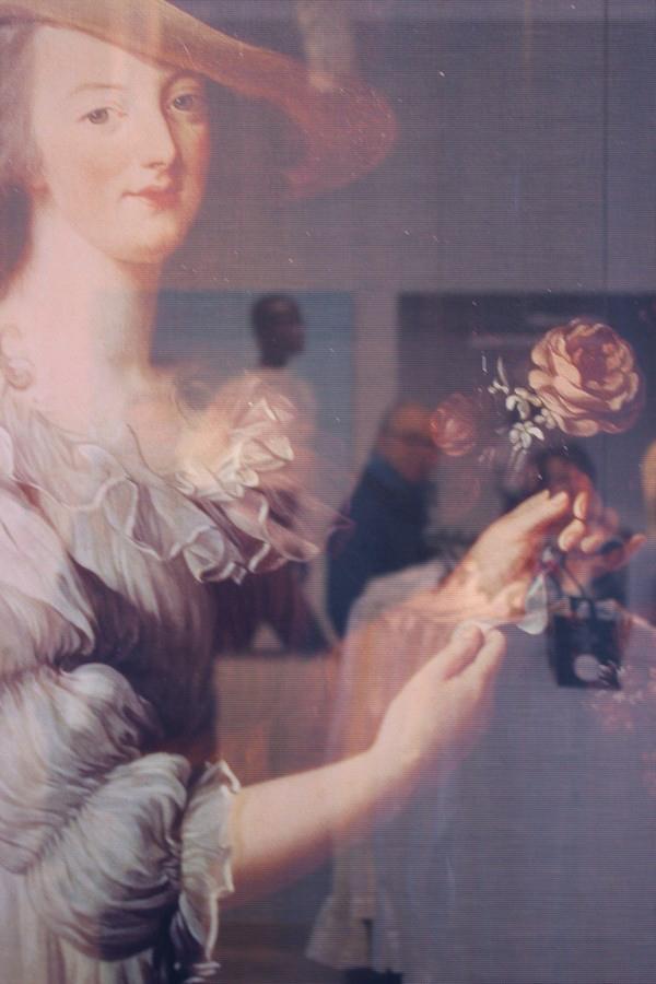 La_vallee_village-luxury-shopping-Manifeste_de_la_chemise_blanche-Elle_Magazine-fashion-mode-paris-Galerie_Art-Exposition-Marie_Antoinette-Kronberg-3