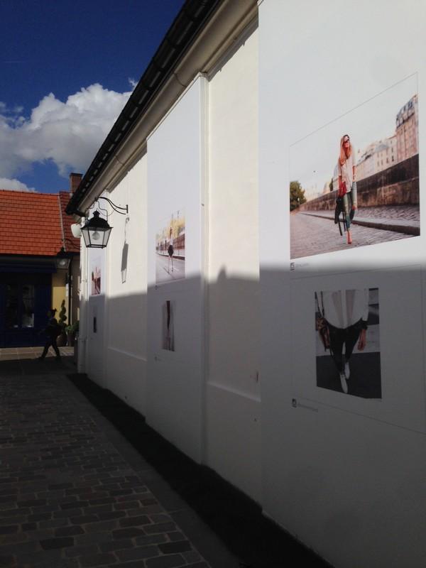 La_vallee_village-luxury-shopping-Manifeste_de_la_chemise_blanche-Elle_Magazine-fashion-mode-paris-Galerie_Art-Exposition-photos