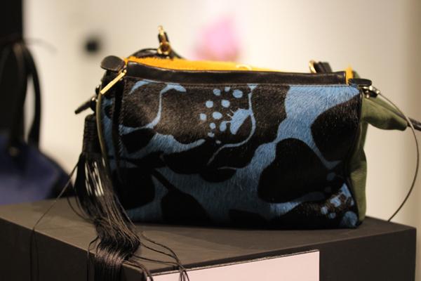 Le_dressing_de_reve_des_parisiens-Exposition-Au_feminin-Paris-Fashion-Jamin_Puech-handbag-creators-2
