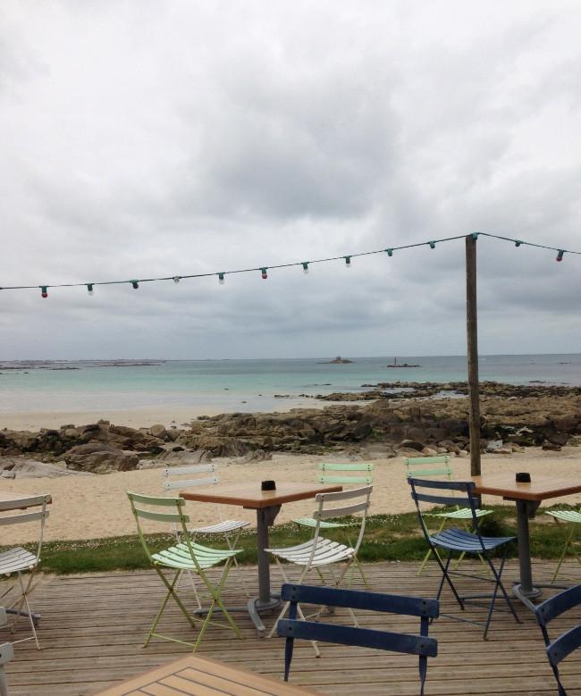Plouescat-Bretagne-Finistere-Restaurant_Roc_h_ar_mor-terrasse-plage_de_Porsmeur-vue-2