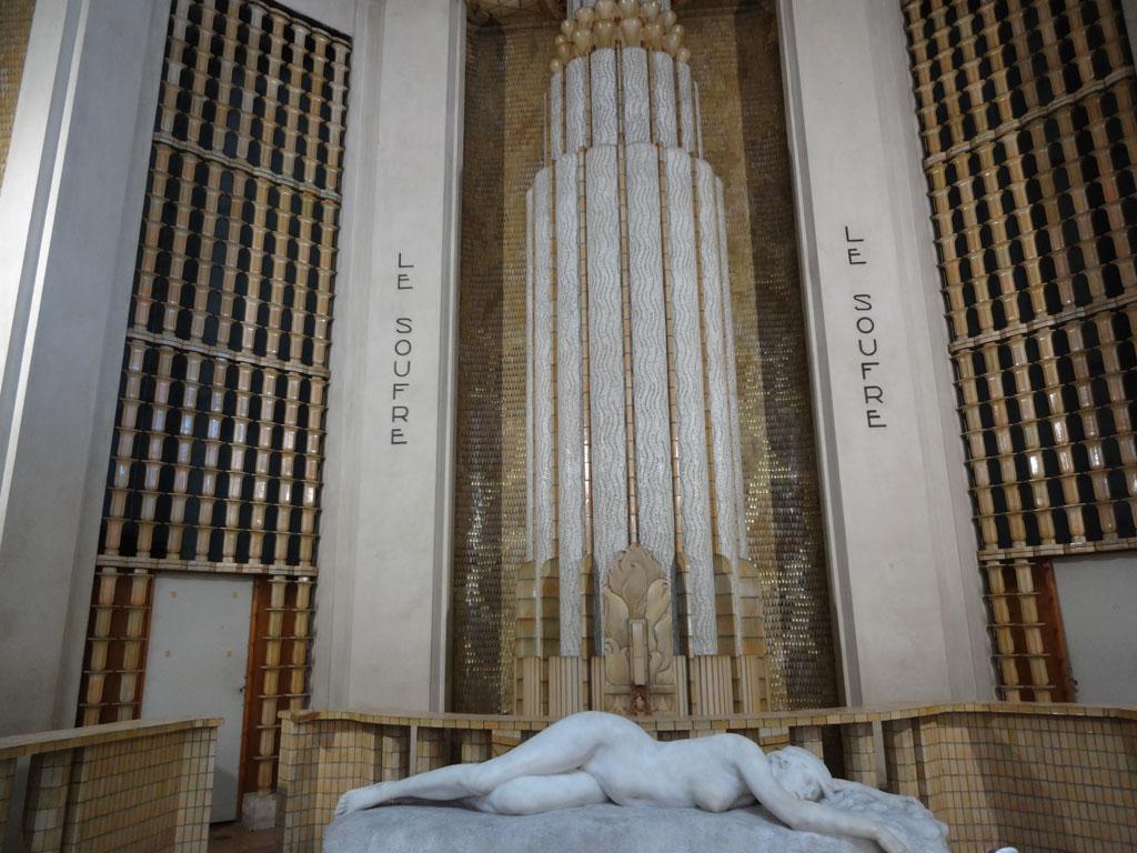 Aix_les_bains-Therme_Petriaux-Belle_Epoque-hall_sculpture-Henri_varenne-La_fin_d_un_reve-bar