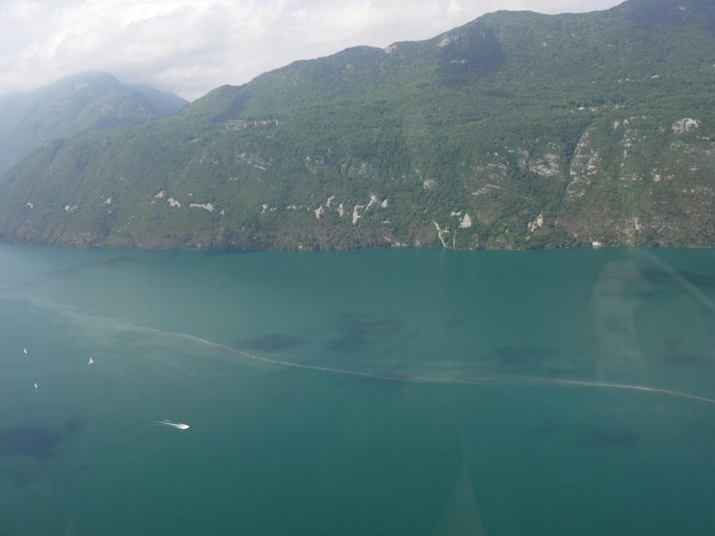 Aix_les_bains-lac_du_bourget-vol-avion-vulcanair_P68_Turbo_Observer-christophe_chapuis-alpine_airlines-1