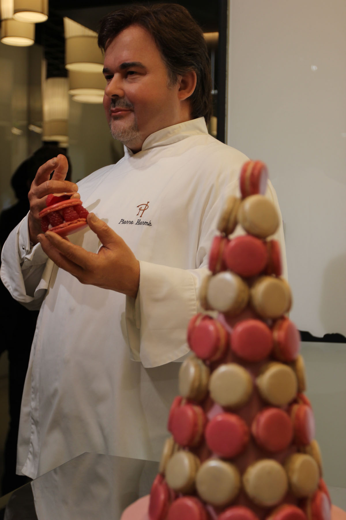 musee-grevin-paris-cire-pierre_herme-macarons-pastry