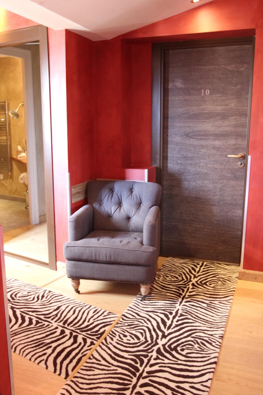 charme_bussiness_hotel-les_logis-limonest-couloir