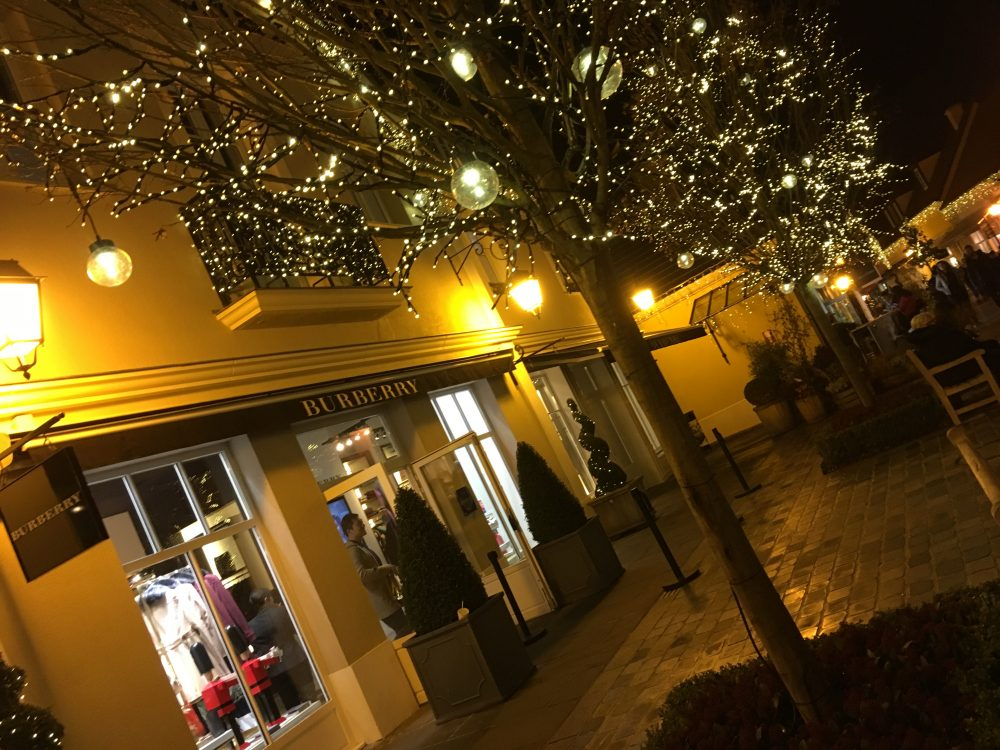 La_Vallee_Village-shopping-luxury_outlet-christmas-Paris