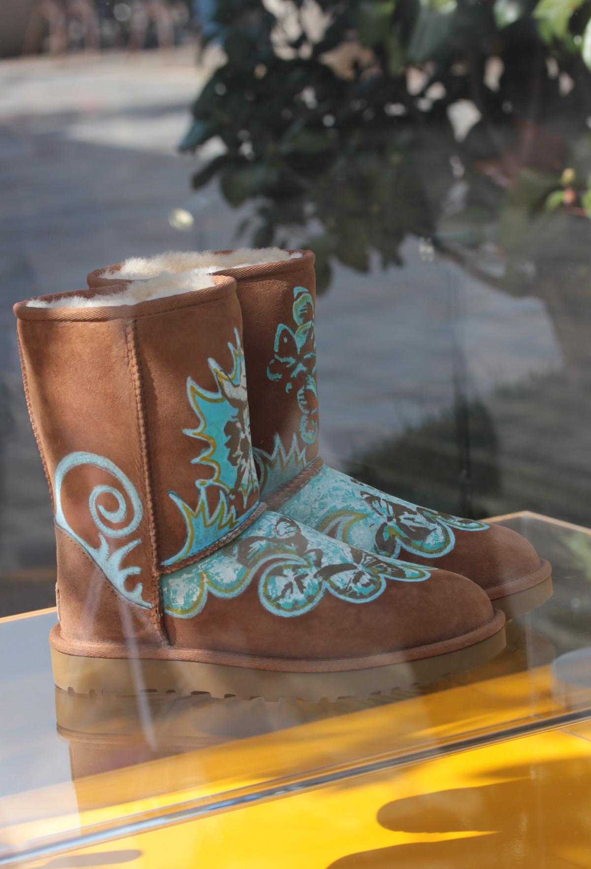 La_Vallee_Village-FashionmeetsArt-Outlet-StreetArt_event-UGG-Shoes-IZA_ZARO-Customisation
