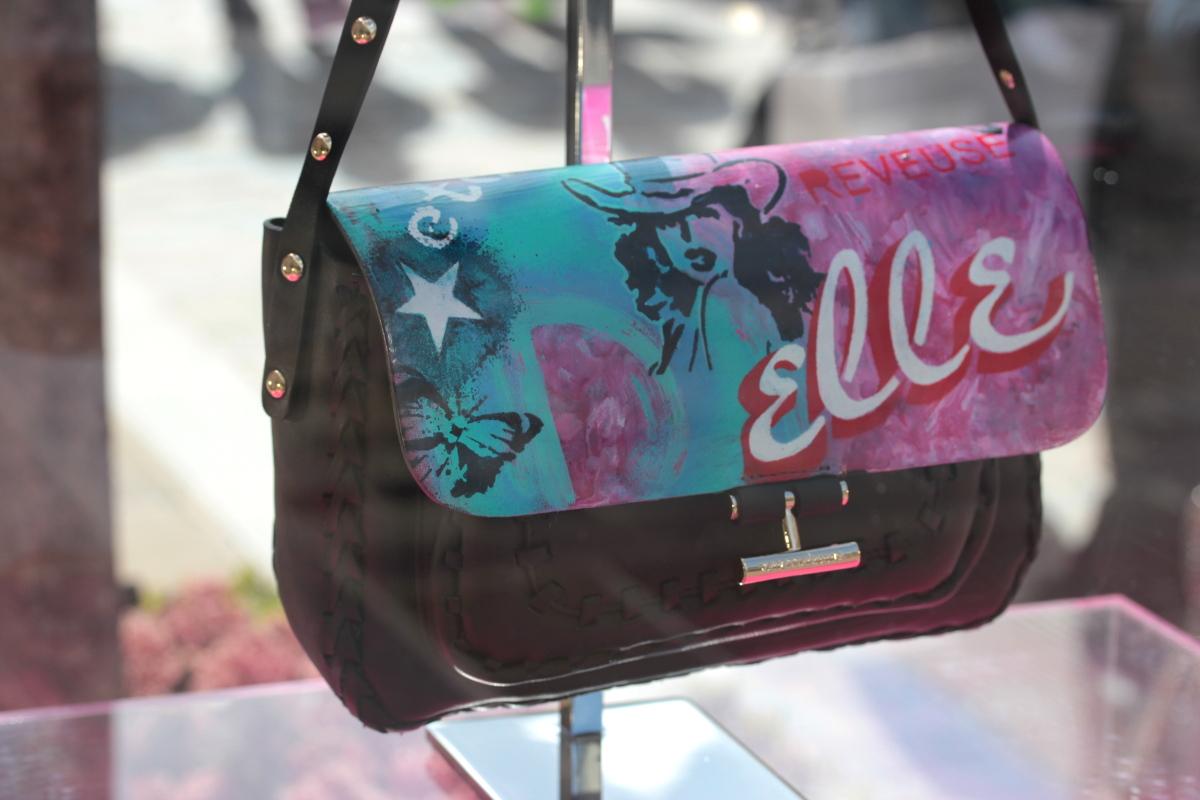 La_Vallee_Village-FashionmeetsArt-Outlet-StreetArt_event-Vanessa_Bruno-Sac-IZA_ZARO-Customisation