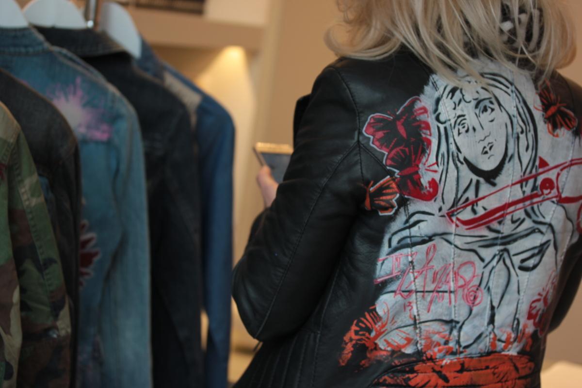La_Vallee_Village-FashionmeetsArt-Outlet-StreetArt_event-Veste-IZA_ZARO-Customisation